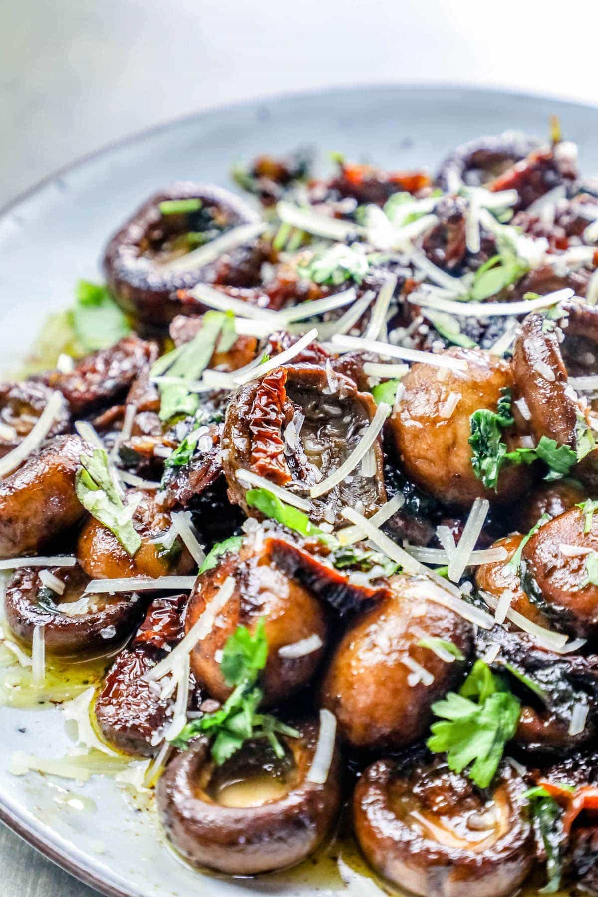 LOW CARB KETO GARLIC BUTTER PARMESAN TUSCAN MUSHROOMS - LOW CARB KETO GARLIC BUTTER PARMESAN TUSCAN MUSHROOMS