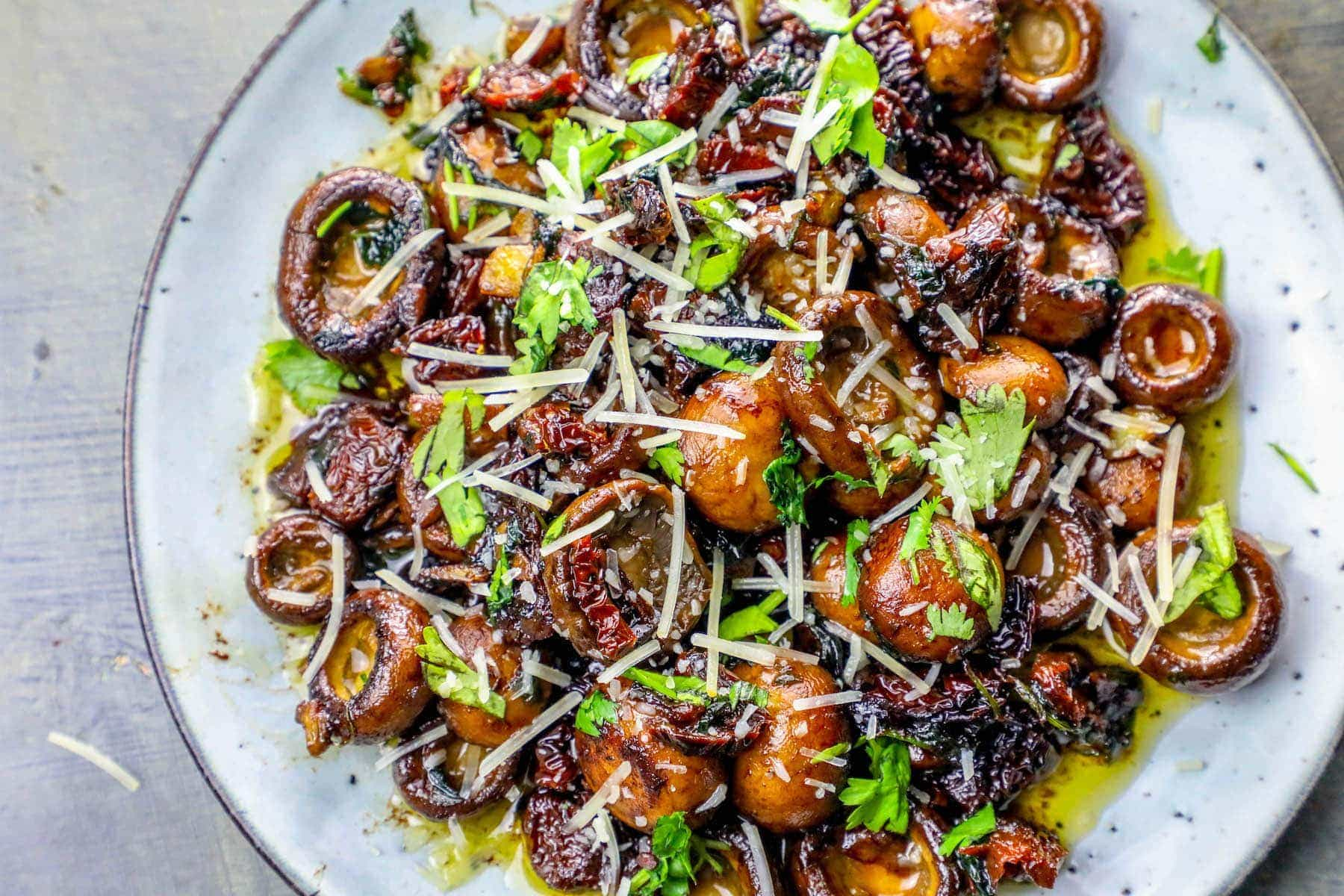 LOW CARB KETO GARLIC BUTTER PARMESAN TUSCAN MUSHROOMS4 - LOW CARB KETO GARLIC BUTTER PARMESAN TUSCAN MUSHROOMS